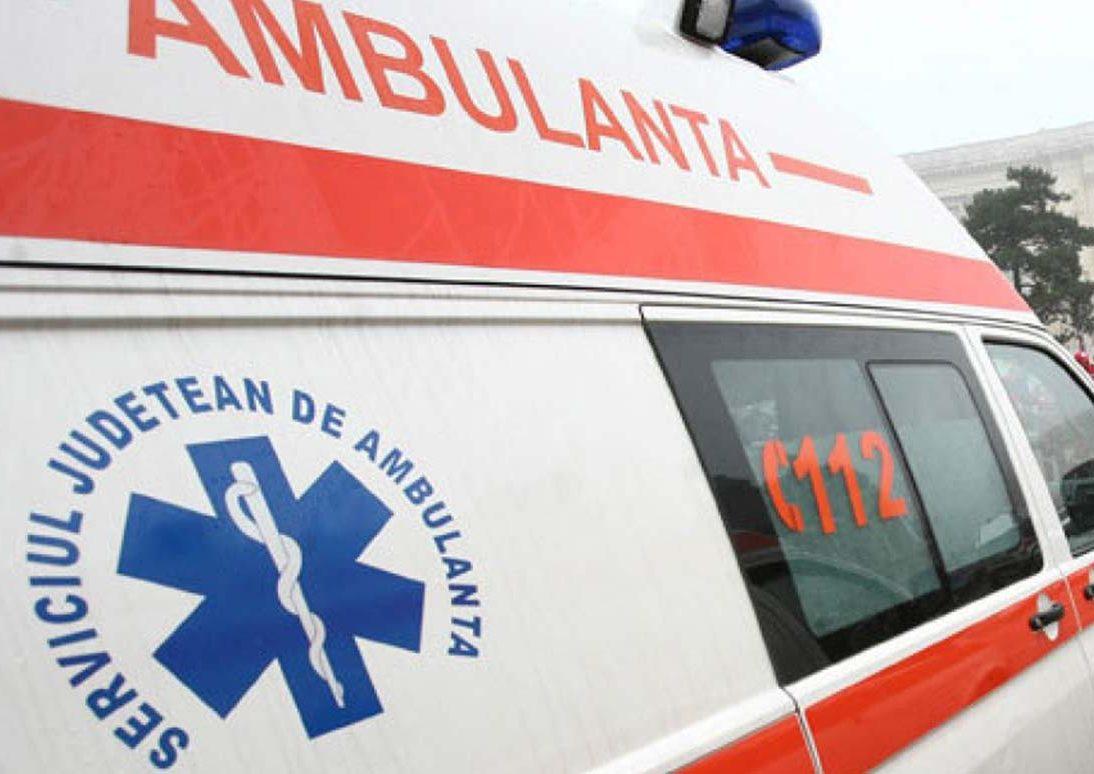 Accident violent, în Bistrița. O mașină în care se aflau cinci persoane s-a răsturnat. Șoferul ar fi adormit la volan 3