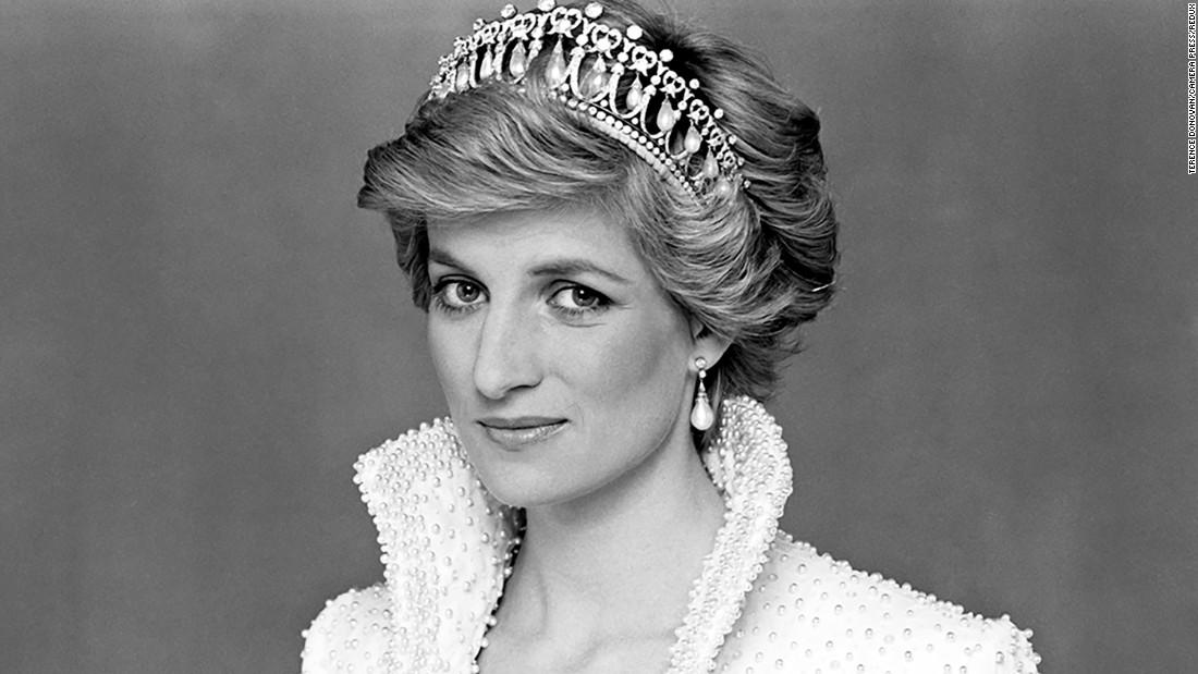 Darul de logodnă al Prințesei Diana se scoate la licitație. Prințul Charles a dat 40.000 de lire sterline pe el. FOTO 7