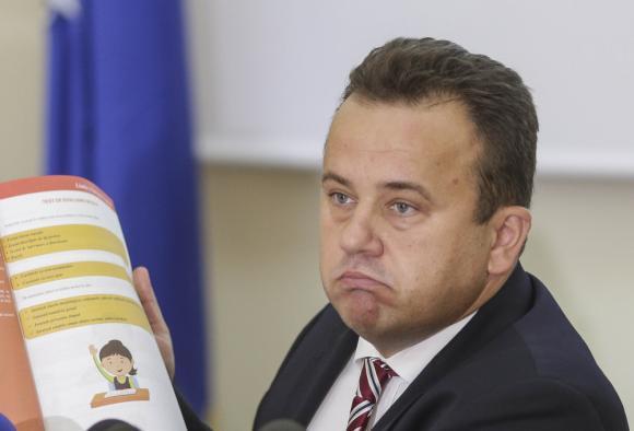 """Liviu Pop, ACUZAȚII GRAVE pentru Iohannis. """"A plagiat și a falsificat în proiectul România Educată"""""""