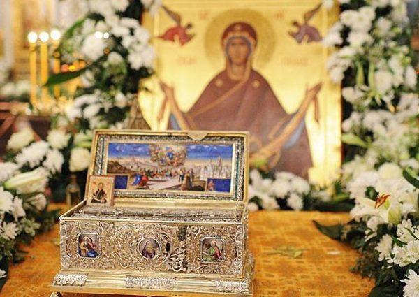 Calendar creștin-ortodox 31 august 2018. Aşezarea cinstitului brâu al Maicii Domnului în raclă În această zi pomenim punerea în sfânta raclă a cinstitului brâu al Preasfintei Născătoare de Dumnezeu.