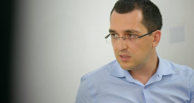 ALERTĂ! Ministrul sănătății, Vlad Voiculescu taie în carne vie. A dat-o afară! 1