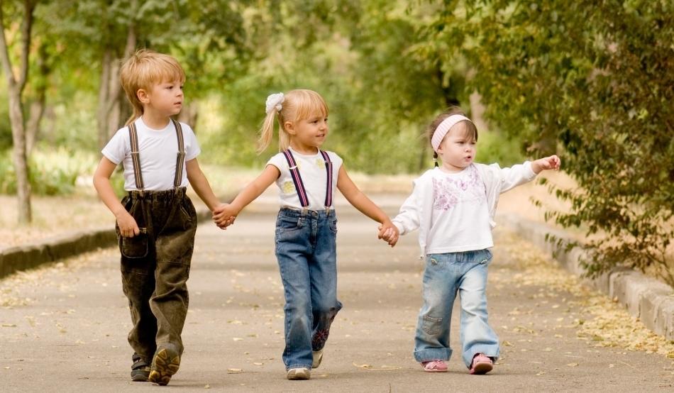 Copiii români nu vor mai fi instituționalizați începând cu 2020