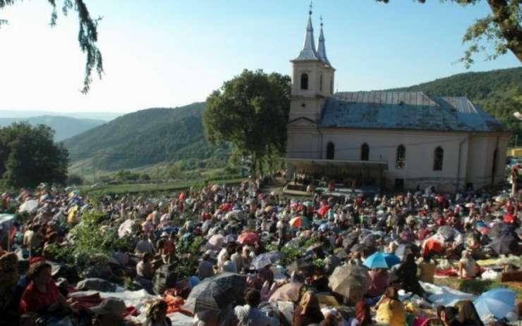 Pelerinajul de Sfânta Marie, la Nicula. Câți oameni s-au strâns la mănăstire! VIDEO 11