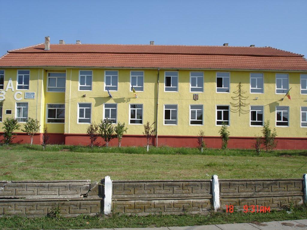 Newsbucuresti.ro: Rămâne obligatorie purtarea măștii pe o distanță de 50 de metri în jurul școlilor din București 18
