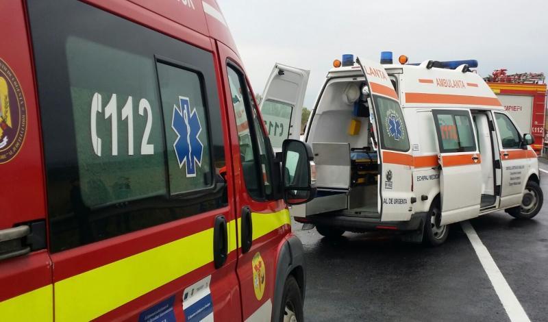 TRAGEDIE! Doi tineri, de 19 și 21 de ani, au murit după ce au intrat cu motocicleta într-un autovehicul 15