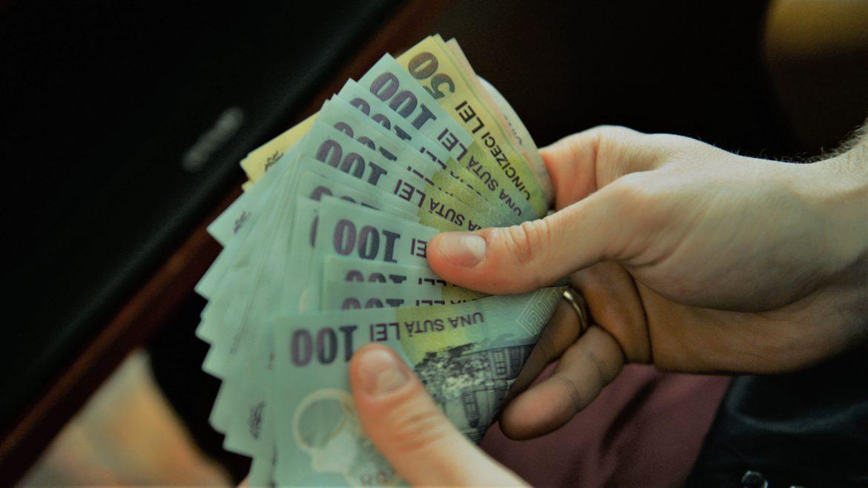 Eurobarometru: Trei sferturi dintre români consideră că pandemia le afectează situaţia financiară 14