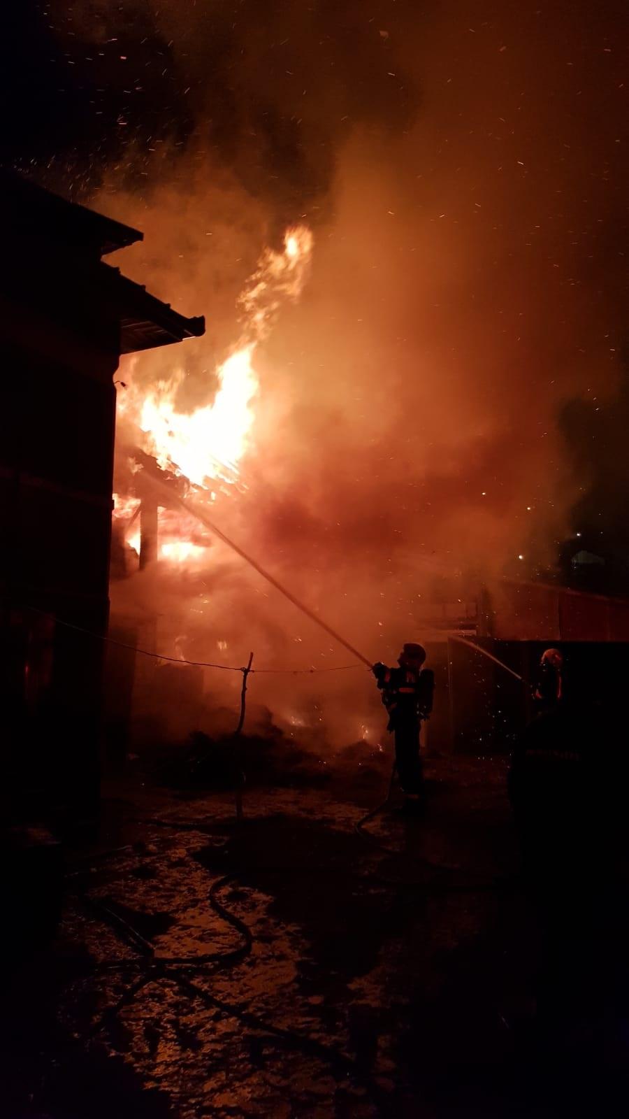 Incendiu violent la Cluj în Noaptea de Revelion. Focul a izbucnit din cauza petardelor 29