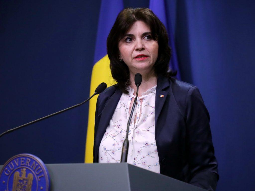 Ministrul educației Monica Anisie: Materia neparcursă, recuperată anul viitor; nu se vor susţine teze 1