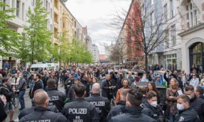 FOTO! VIDEO! O sută de arestări la Berlin, după ciocniri la manifestaţii împotriva izolării impuse din cauza covid-19 13