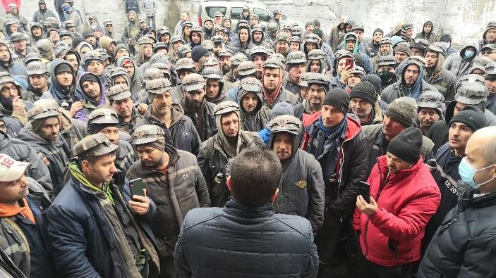ALERTĂ! Sute de mineri protestează luni dimineaţă în faţa sediului Complexului Energetic Hunedoara. Amemniță cu greva foamnei 1