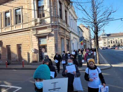 ALERTĂ! Judecător clujean fără mască la protestul organizat de AUR în Cluj contra vaccinării obligatorii 6