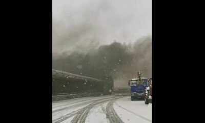 VIDEO Incendiu puternic la o hală de produse inflamabile din Prahova 4