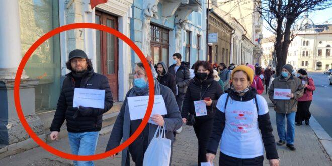 ALERTĂ! Judecător clujean fără mască la protestul organizat de AUR în Cluj contra vaccinării obligatorii 5