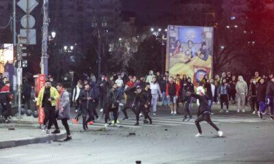 ALERTĂ! NewsBucuresti: Patru staţii STB, cu geamurile sparte, în urma protestelor din Capitală. FOTO 19