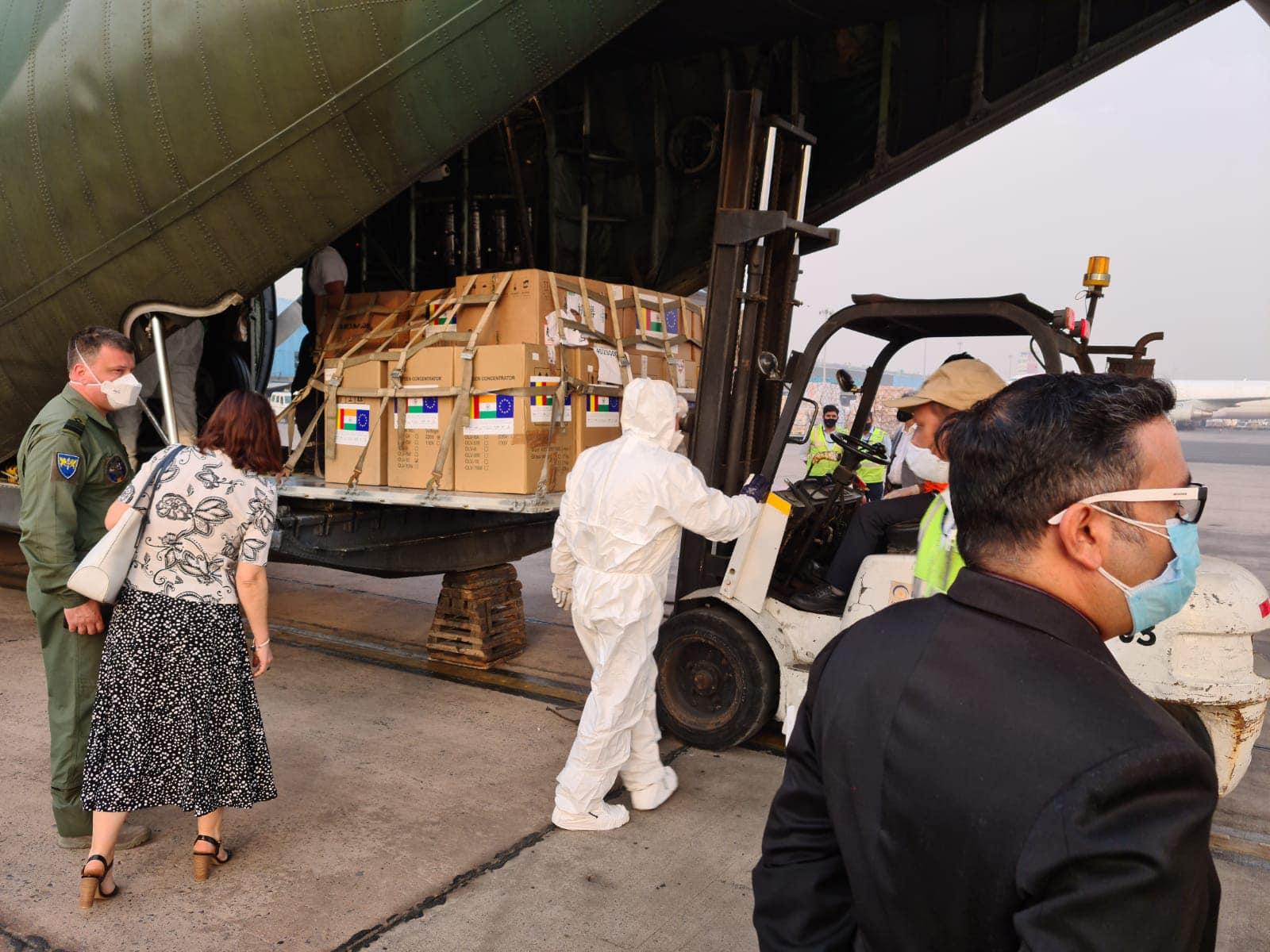 Newsbucuresti.ro:Echipamentele medicale trimise Indiei au ajuns la New Delhi. FOTO 9