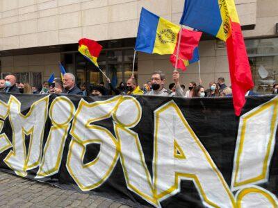 ALERTĂ! AUR protestează la Ministerul Sănătăţii! Se cere demisia lui Voiculescu! 6