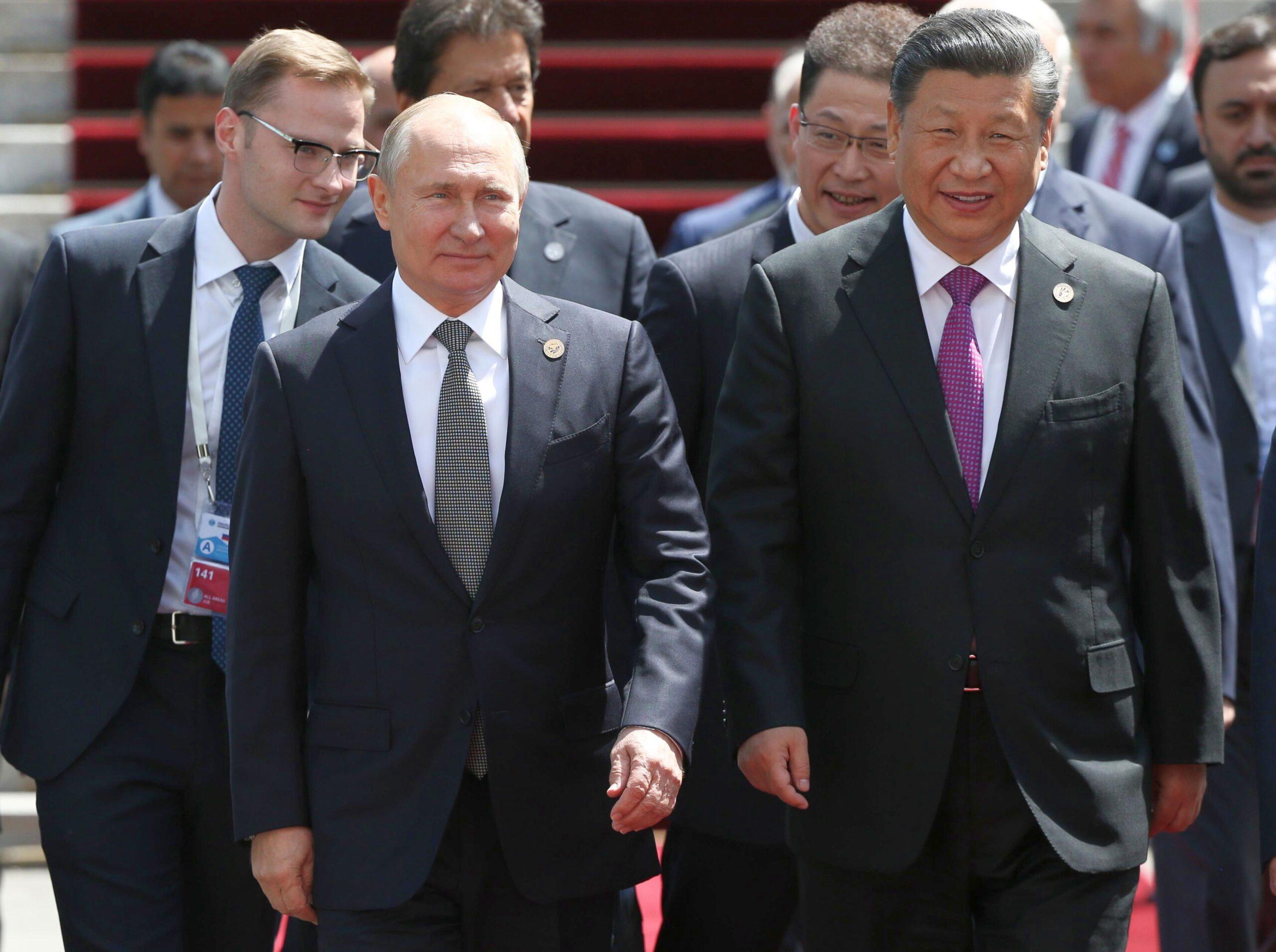 Raport UE: Presa rusă şi chineză încearcă sistematic să răspândească neîncredere în vaccinurile occidentale pentru Covid-19 1