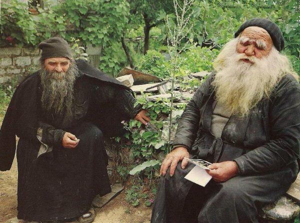 ȘOC la Muntele Athos! Mai mult de o mie de călugări din mănăstiri, infectaţi cu Covid-19! Opt au murit 1