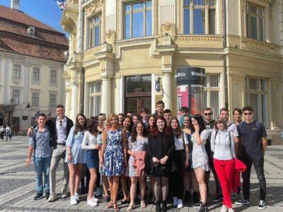 Ce a transmis soția președintelui, Klaus Iohannis, Carmen în prima zi de școală. FOTO 11