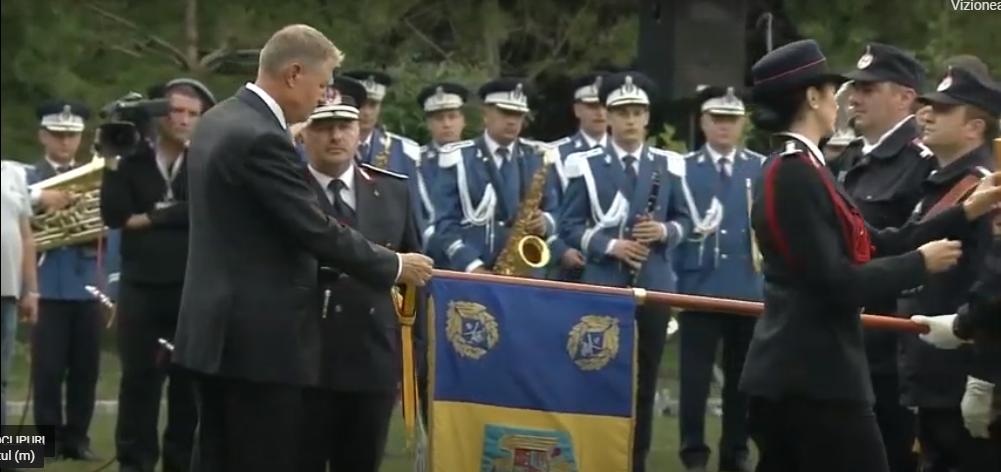 Președintele Klaus Iohannis i-a decorat pe pompierii români cu ocazia zilei lor. Video 1